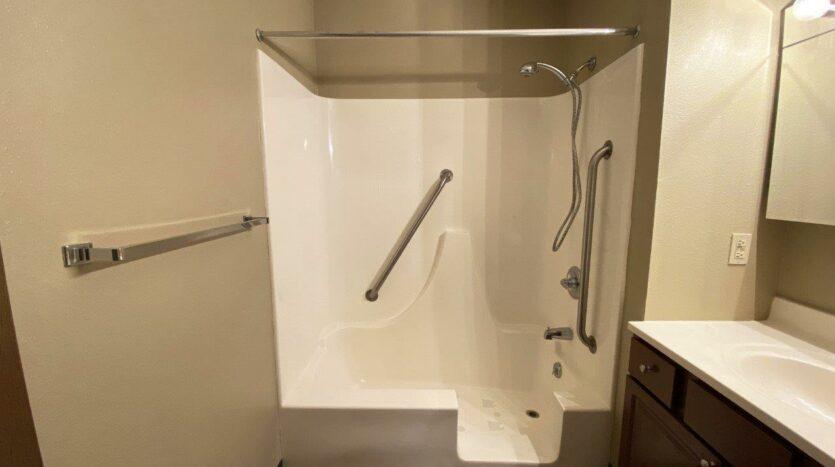 Briarwood Apartments in Brookings, SD - Bathroom Shower