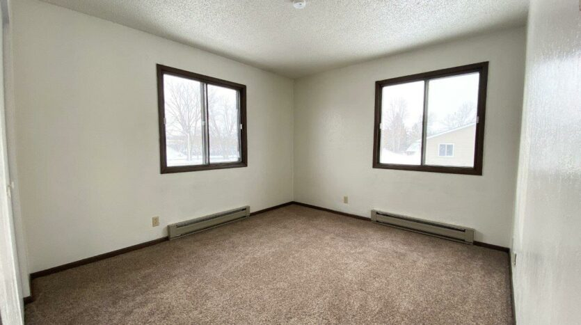 Lincoln Arms Apartments in Madison, SD - Bedroom 1