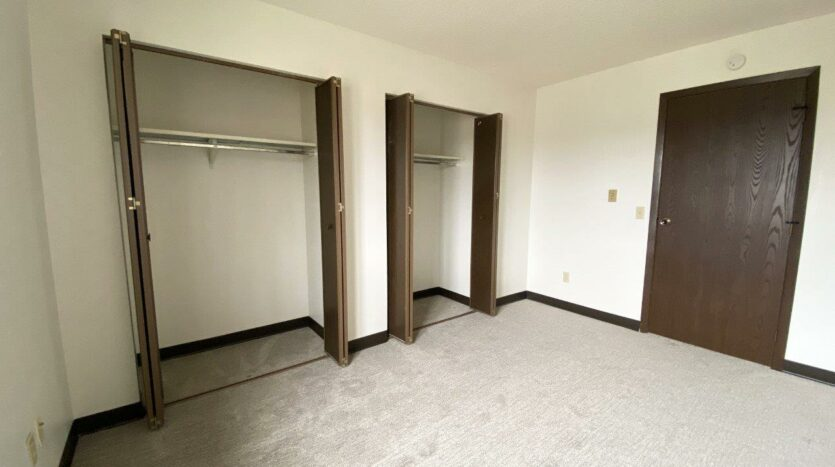 orkshire Apartments in Brookings, SD - Bedroom Closet