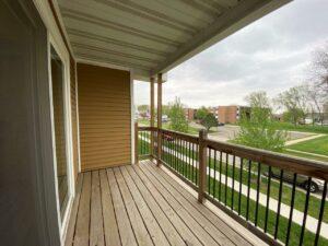 Tiyata Place Apartments in Brookings, SD - Deck2