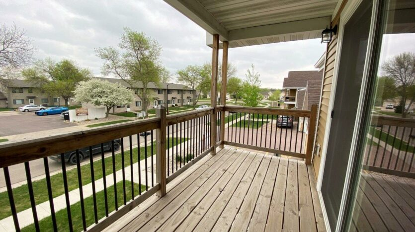 Tiyata Place Apartments in Brookings, SD - Deck