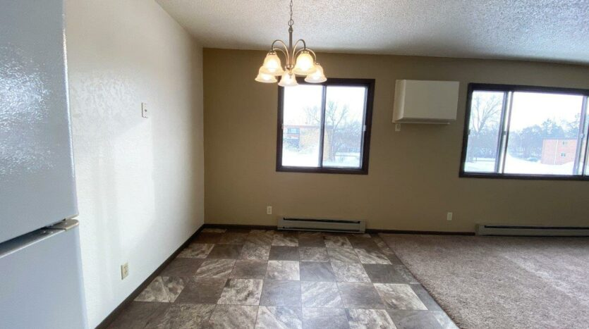 Lincoln Arms Apartments in Madison, SD - Dining Room