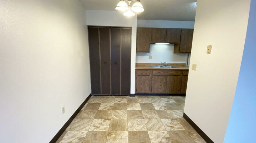 orkshire Apartments in Brookings, SD - Dining Room