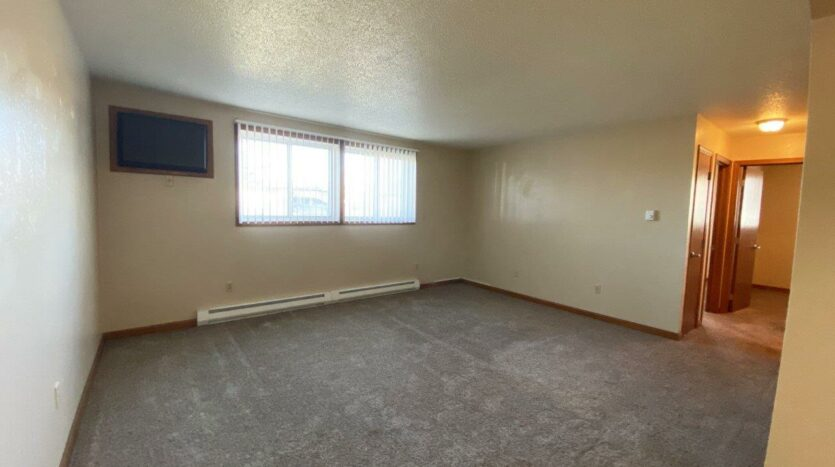 Madison Arms Apartments in Madison, SD - Living Room