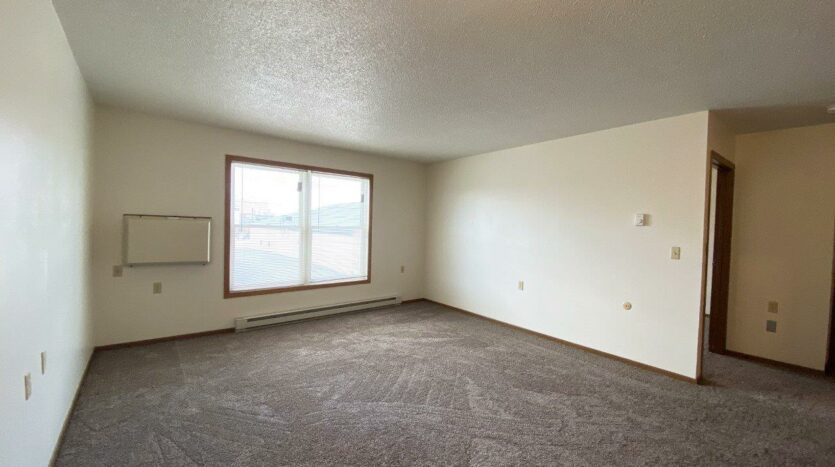 Pheasant Valley Courtyard Apartments in Milbank, SD - Living Room