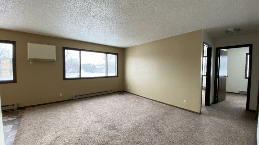 Lincoln Arms Apartments in Madison, SD - Living Room