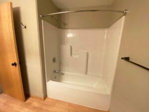 Tiyata Place Apartments in Brookings, SD - Main Bathroom Bathtub and Shower