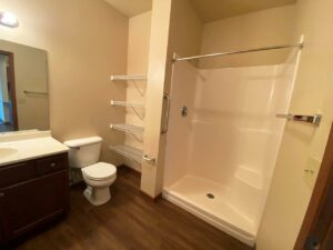Mills Ridge Apartments in Brookings, SD - Style A Bathroom Shower