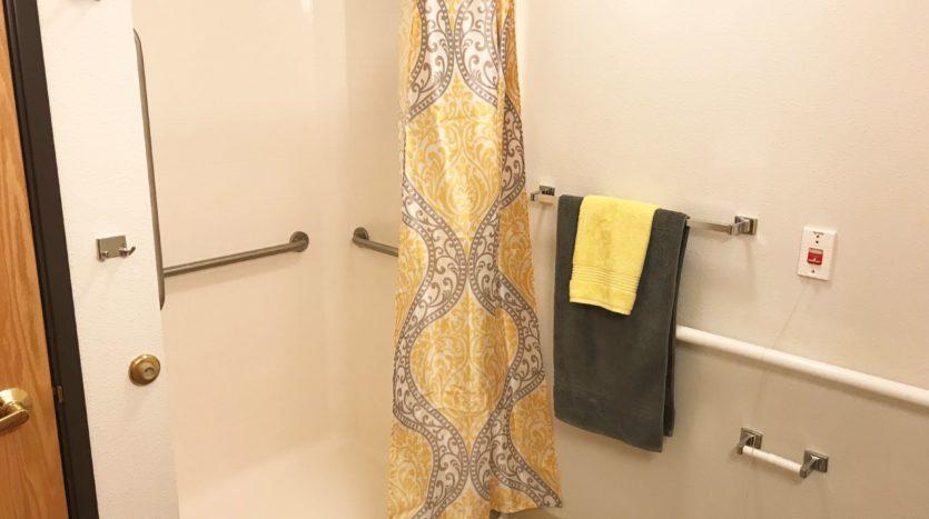 Pheasant Run Apartments in Brookings, SD - Shower