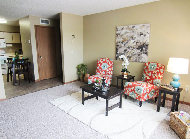 Campus View Apartments in Brookings, SD - Furnished Living Room