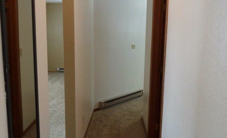 429 8th Ave S / 729 5th St S in Brookings, SD - 729 Hallway