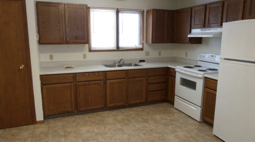 429 8th Ave S / 729 5th St S in Brookings, SD - 729 Kitchen