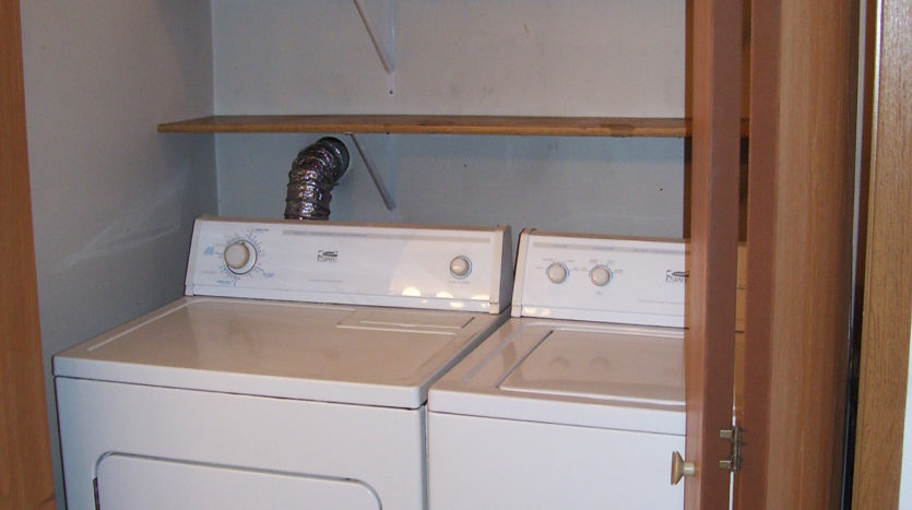 512/514 13th Ave Duplex in Brookings, SD - 514 Home Washer and Dryer