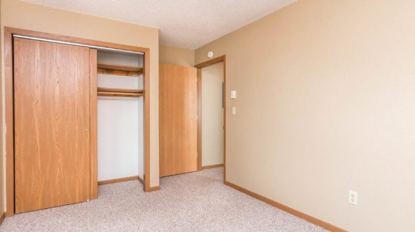 Campus View Apartments in Brookings, SD - Bedroom Closet