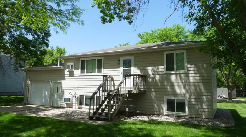 429 8th Ave S / 729 5th St S in Brookings, SD - Exterior
