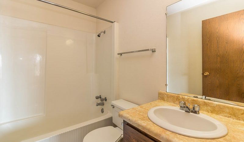 Lake Area Apartments in Watertown, SD - bathroom