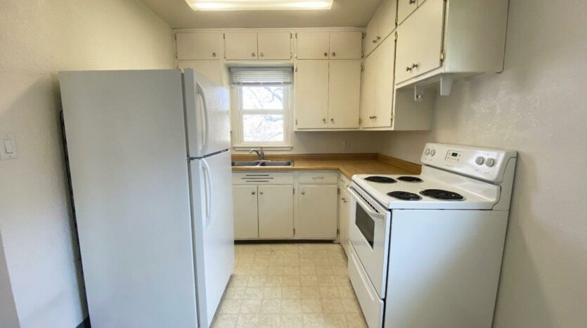 14th Ave. Apartments in Brookings, SD - Kitchen