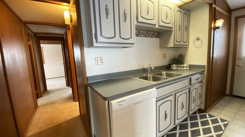 1005 Orchard Drive in Brookings, SD - Kitchen4