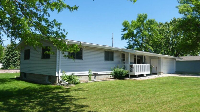 1005 Orchard Drive in Brookings, SD - Exterior