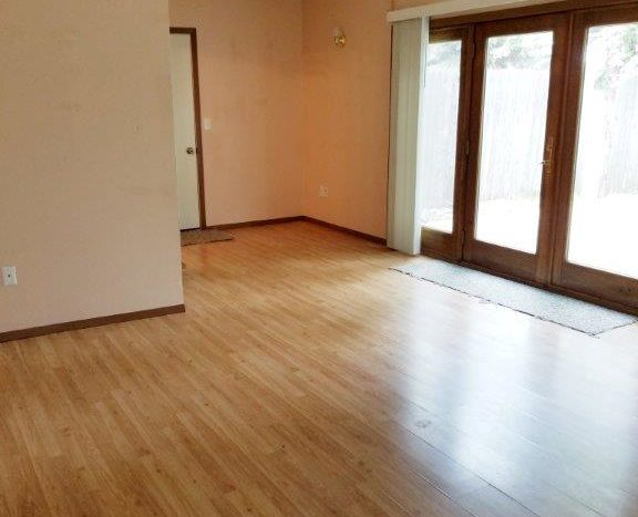 1527 4th Ave SW in Watertown, SD - Living Space