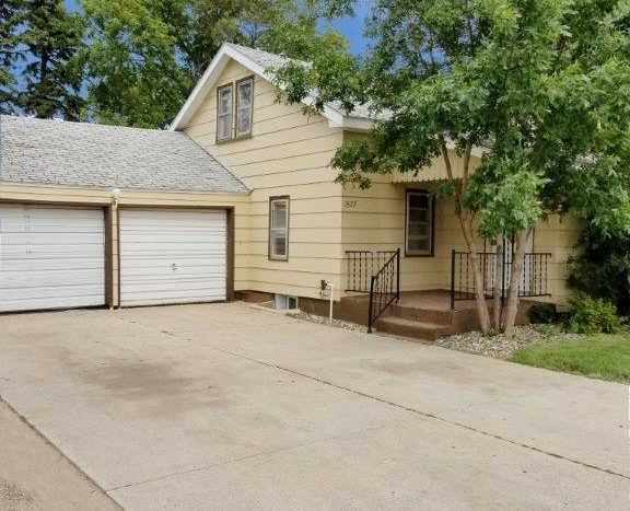 1527 4th Ave SW in Watertown, SD - Home For Rent