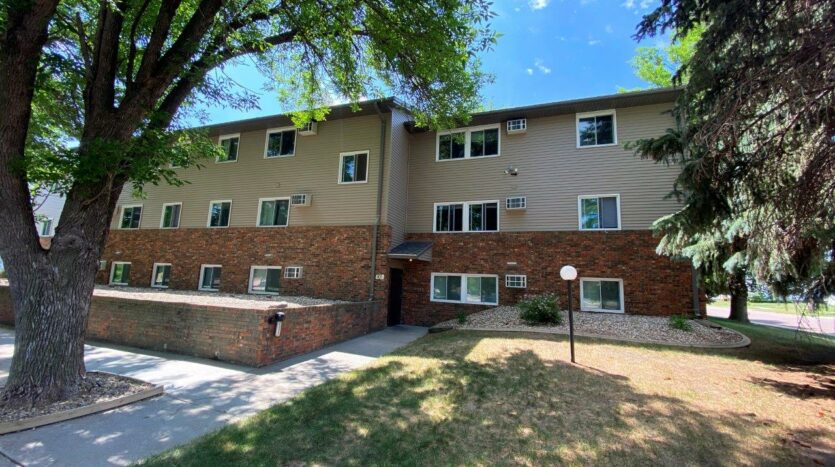Autumn Grove Apartments in Mitchell, SD - Exterior2