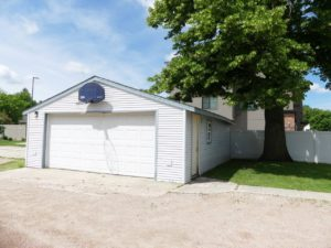 1320 6th St in Brookings, SD - Garage