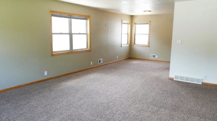 1320 6th St in Brookings, SD - Living Room