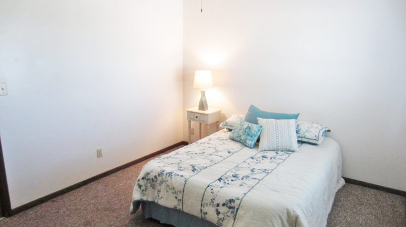 Palace Apartments & Townhomes in Mitchell, SD - Bedroom
