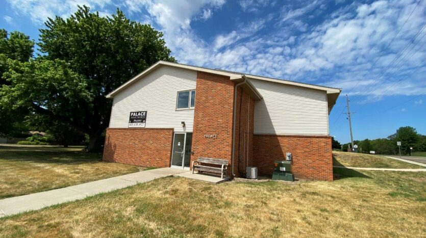 Palace Apartments & Townhomes in Mitchell, SD - Exterior