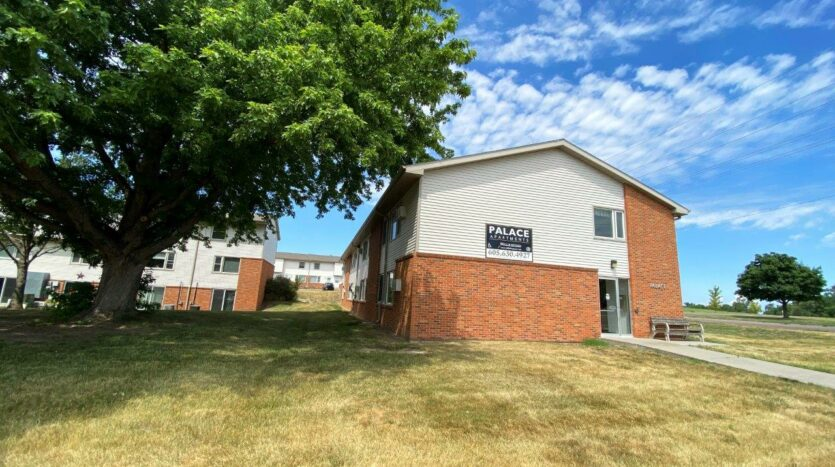 Palace Apartments & Townhomes in Mitchell, SD - Exterior2