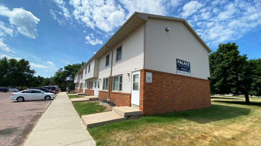 Palace Apartments & Townhomes in Mitchell, SD - Exterior3