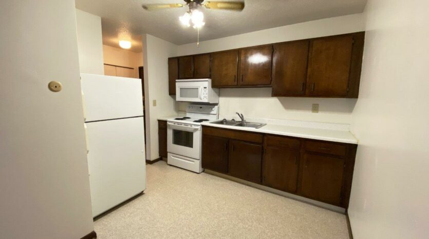 Palace Apartments & Townhomes in Mitchell, SD - 1 Bedroom Apartment Kitchen