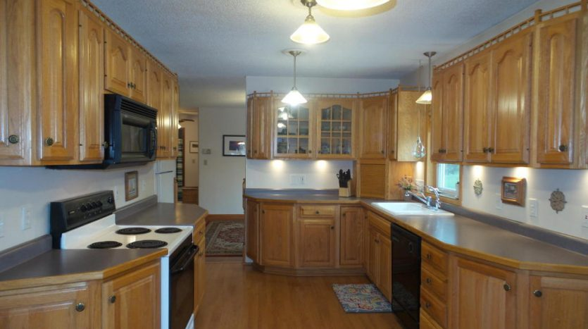 426 E Hwy 14 - Kitchen