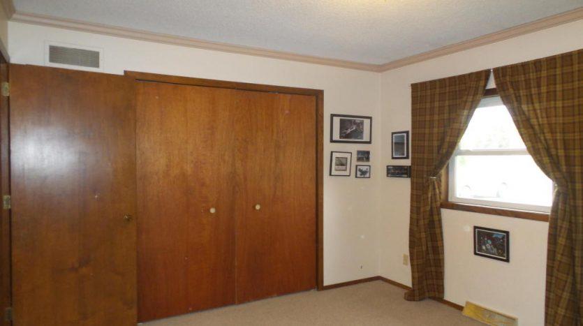 426 E Hwy 14 - Bedroom Closet