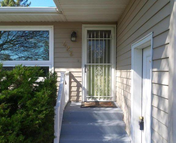 426 E Hwy 14 - Front Door