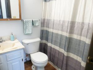 Kanyon Krossing Apartments in Miller, SD - Bathroom