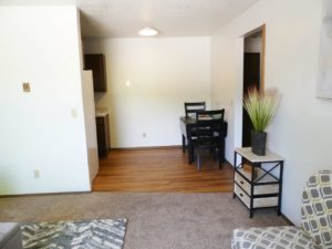 Kanyon Krossing Apartments in Miller, SD - Dining Room