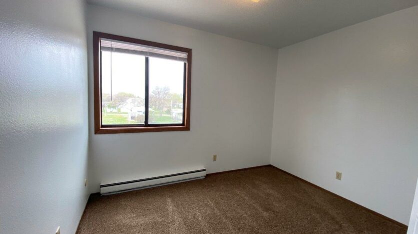 Kanyon Krossing Apartments in Miller, SD - Alternative Layout Bedroom 2