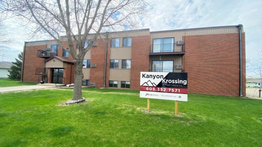 Kanyon Krossing Apartments in Miller, SD - Building Exterior