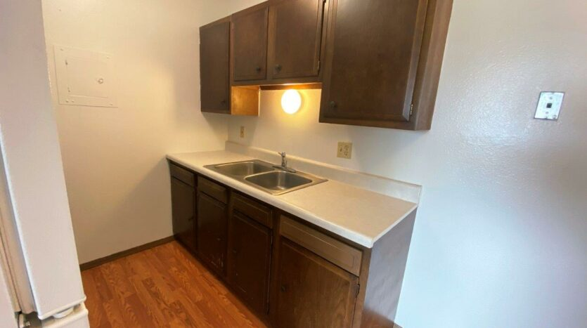 Kanyon Krossing Apartments in Miller, SD - Alternative Layout Kitchen