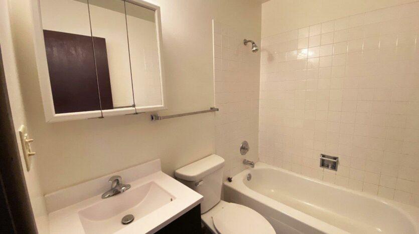 Village Pointe Apartments in Mitchell, SD - Bathroom