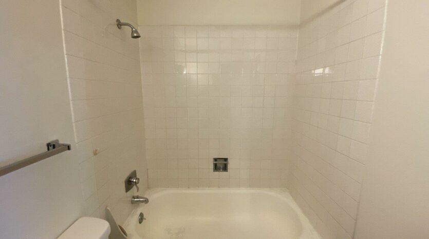 Village Pointe Apartments in Mitchell, SD - Alternative Floor Plan Bathtub and Shower