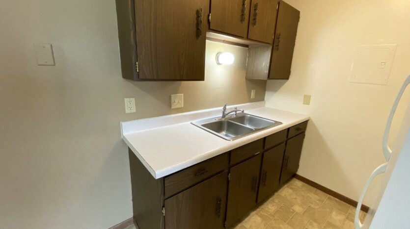 Village Pointe Apartments in Mitchell, SD - Kitchen