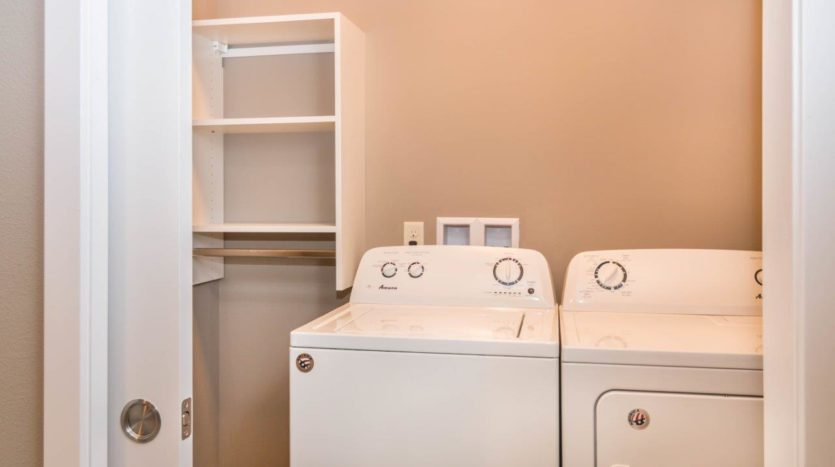 Edgerton Apartments-II 2Bed 2Bath-Washer & Dryer