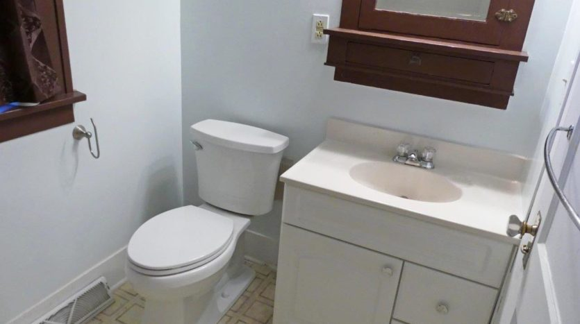 1033 8th Ave in Brookings SD - - Bathroom