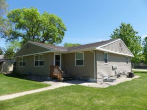 602/604 5th St in Brookings, SD - Exterior Entry to 602 Main Level Unit