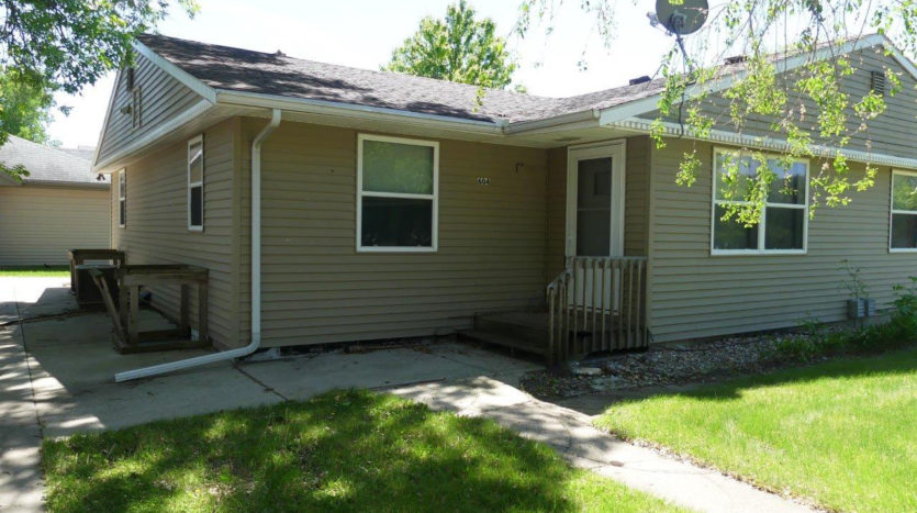 602/604 5th St in Brookings, SD - Exterior Entry to 604 Main Level Unit