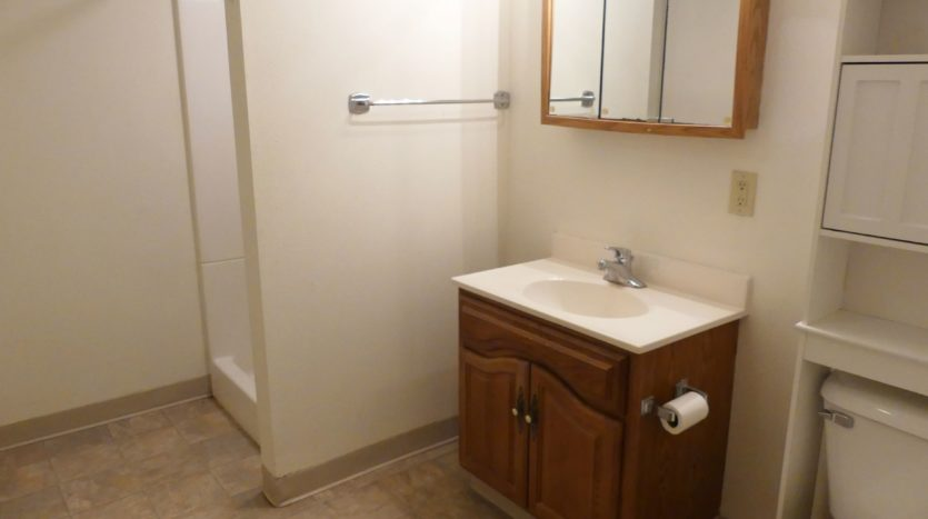 602/604 5th St in Brookings, SD - Unit 602 1/4 Bathroom