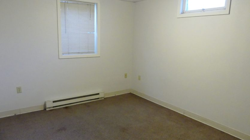 602/604 5th St in Brookings, SD - Unit 604 1/4 Bedroom 2